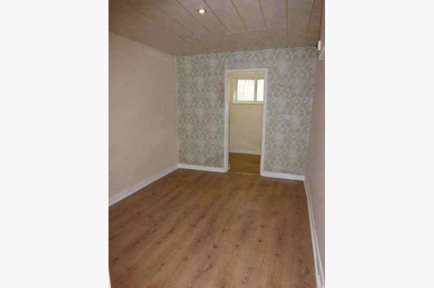 2 Bedroom Shop & Flat Investments For Sale - Image 8