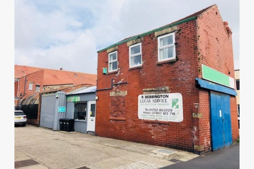 Warehouse/garage/workshop Industrial For Sale - Image 2