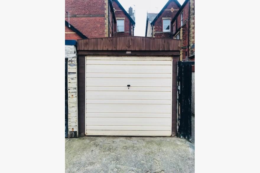 Warehouse/garage/workshop Industrial For Sale - Image 8