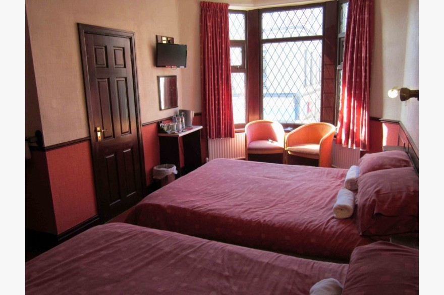 16 Bedroom Hotel Hotels Freehold For Sale - Image 14