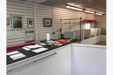 Retail For Sale - Photograph 4