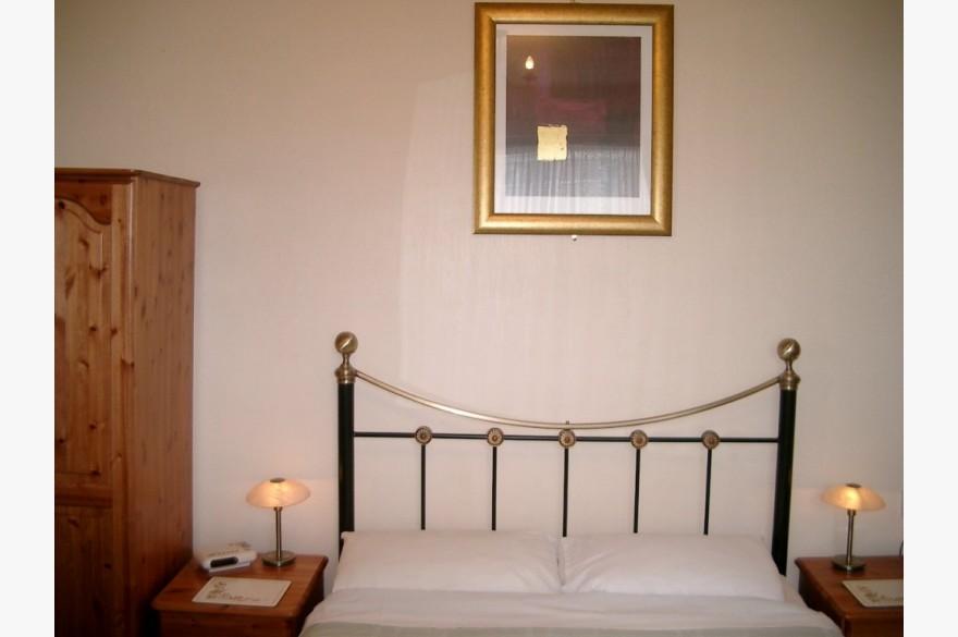 7 Bedroom Hotel Hotels Freehold For Sale - Image 3