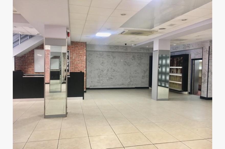 Empty Retail Premises To Rent - Photograph 3