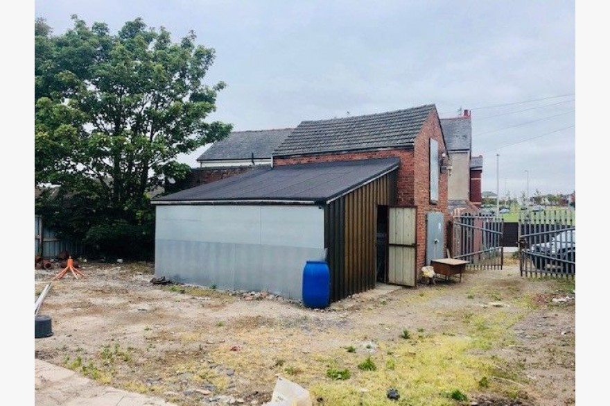 Industrial Units To Rent - Photograph 4