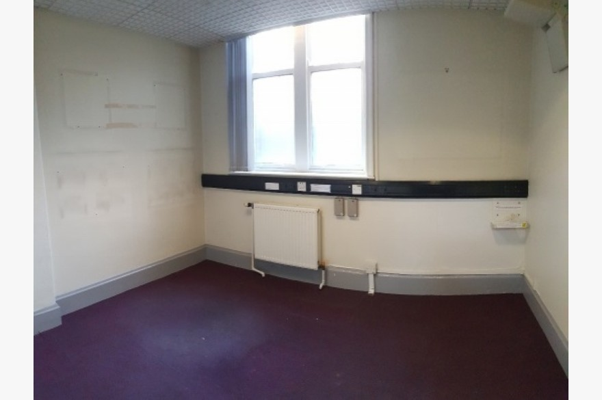 Empty Shop Retail Leasehold To Rent - Image 8