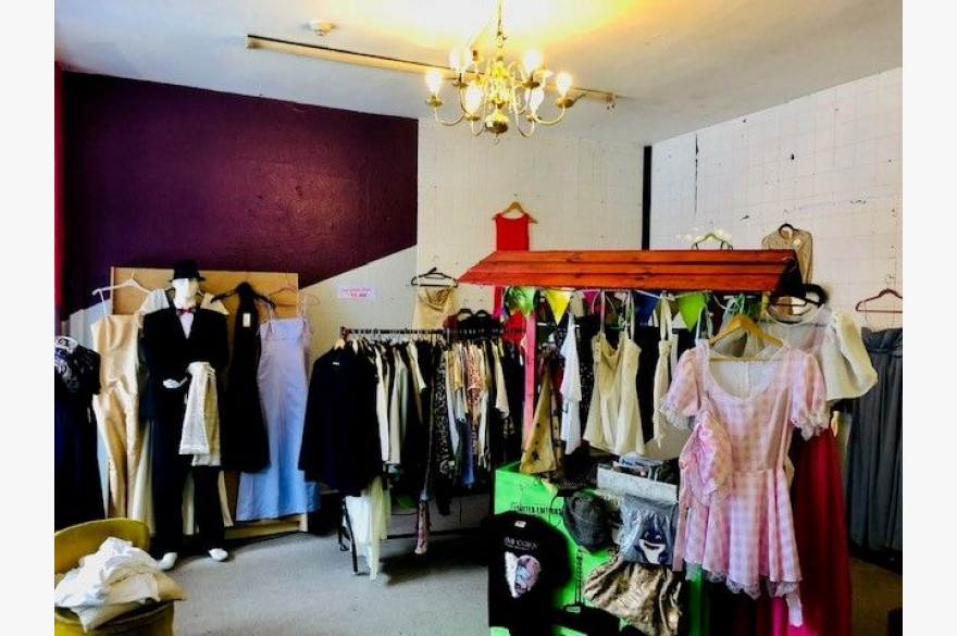 Retail To Rent - Photograph 2