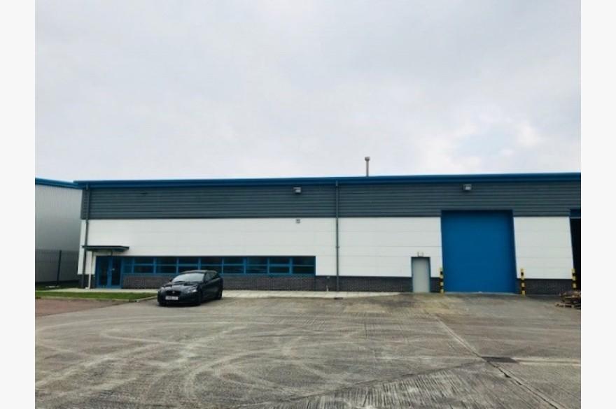 Warehouse/garage/workshop Industrial To Rent - Image 4