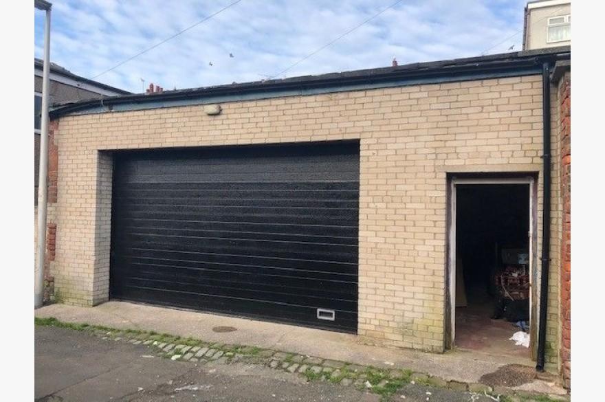 Garage For Sale - Photograph 1