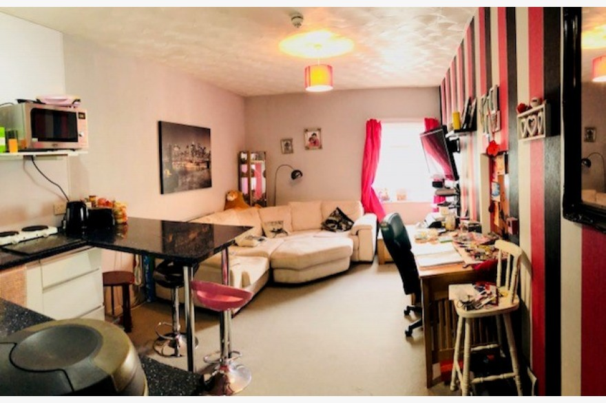 12 Bedroom Hotel For Sale - Photograph 3