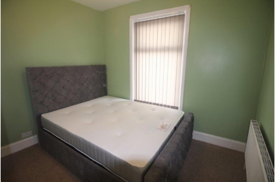 3 Bedroom Shop & Flat Investments For Sale - Image 4