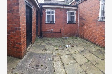Empty Shop Retail Leasehold To Rent - Image 10