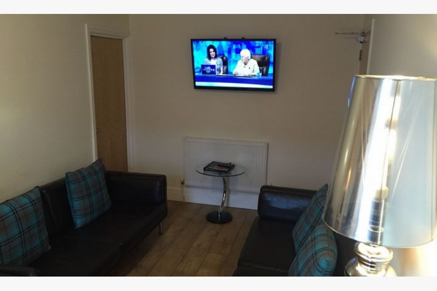Commercial Property For Sale - Photograph 9
