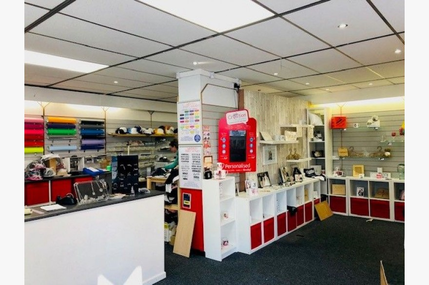Retail To Rent - Photograph 3